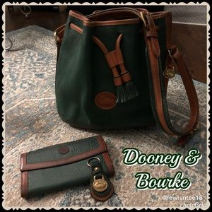 🌺 Vintage Dooney & Bourke Green/Tan Bucket Bag 🌺